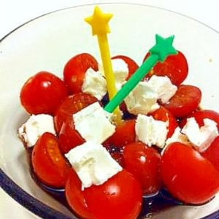 簡単おつまみ!トマトとチーズのバルサミコ酢かけ☆