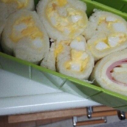 冷蔵庫で冷やすのがポイントなんですねー。くるくるして切るとお弁当箱にもぴったりできて楽々でしたー。