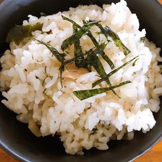 白だしで作る梅とサケフレークの炊き込みご飯