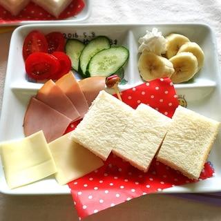 楽しく朝ごはん♪ハムチ・バナナミニサンドプレート♡