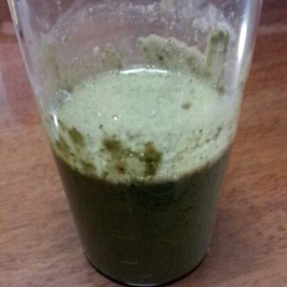 容器のまますみません(>_<)正月太りしたのでグリーンスムージーでリセットしようかなと思い飲んでます♪美味しかったです♪