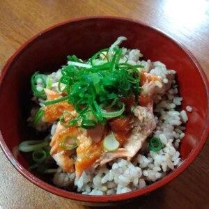 ジューシー~~!  「鮭ハラス丼」    ♪♪