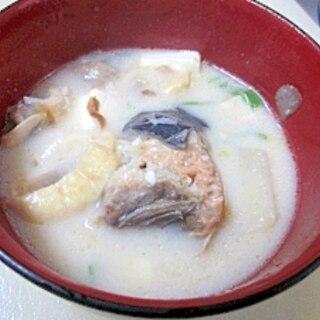 煮込み30分☆ 骨まで柔らか「紅鮭粕汁」