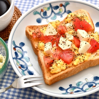 トマトとチーズのエッグトースト