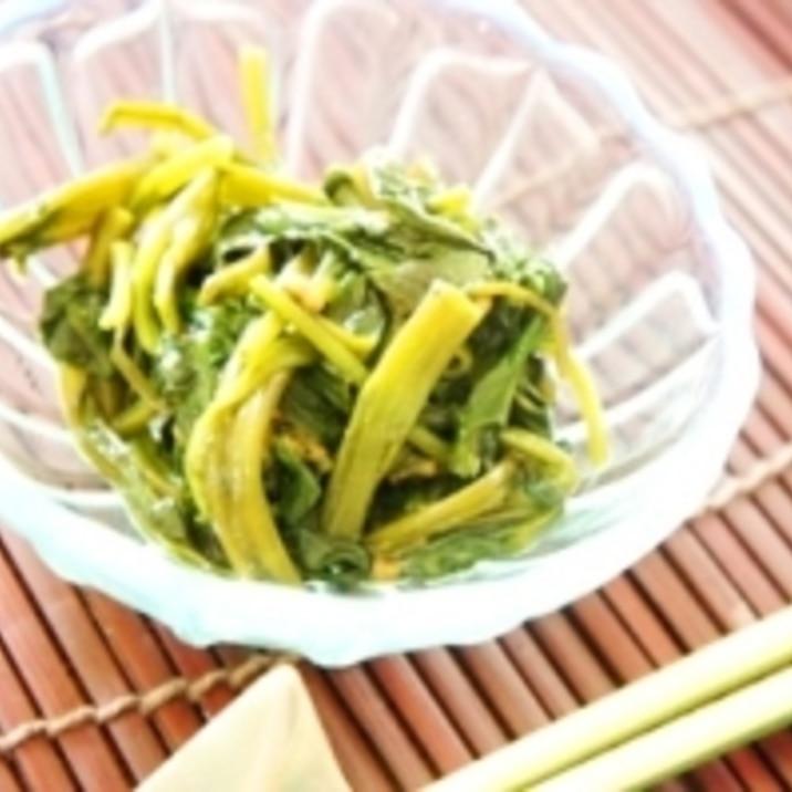 アジアン小皿料理、筒菜と松の実のナンプラー和え