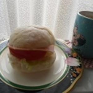 テーブルパンでハムと野菜サンド