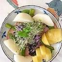 サニーレタス、梨、キウイのサラダ