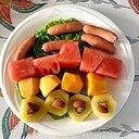 サンチュ、ウインナー、西瓜、柿、キウイのサラダ