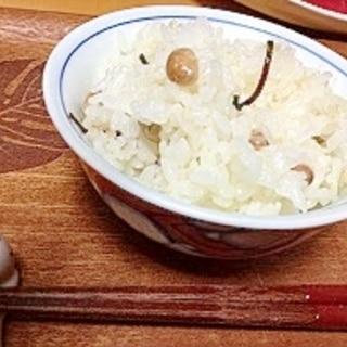 シリコンスチーマーで節分の残ったお豆で、豆ごはん