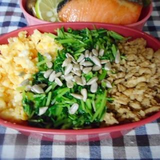 豆苗と中華そぼろの3色丼