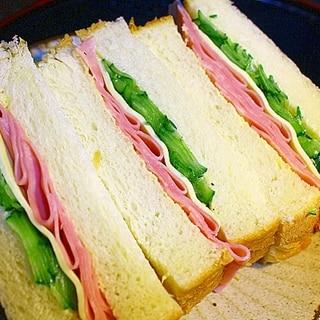 ハムとチーズと胡瓜のサンドイッチ