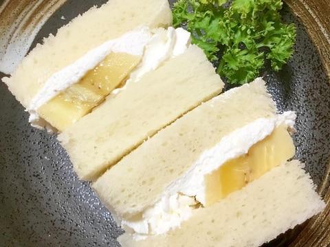バナナの生クリームサンド