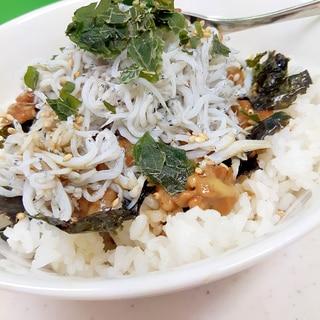 タンパク質たっぷり(^^)釜揚げしらすと納豆の丼♪