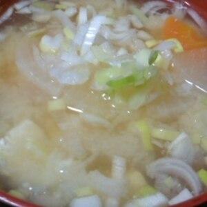具沢山お味噌汁~新玉ねぎ・人参・豆腐・大根~