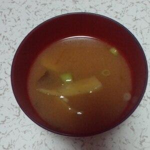 寒さ対策**生姜とナスのお味噌汁**