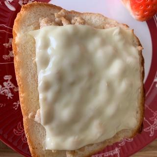 余ったそぼろで☆そぼろチーズトースト