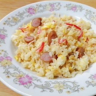にんにく☆卵とウインナーとカニカマのガーリック炒飯