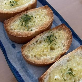 ガーリックバターでフランスパン