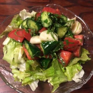 エゴマ油と大葉が香るトマトサラダ