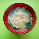 揚げ玉入り☆じゃがいも小松菜えのきの味噌汁
