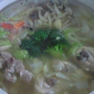土鍋であつあつ中華味鍋