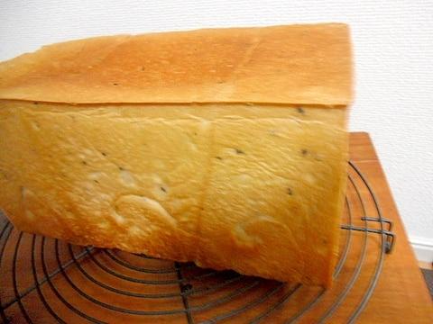 甘めで美味しい 黒ゴマ牛乳食パン 手作りパン