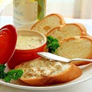 簡単!混ぜるだけツナの濃厚リエット、パンに添えて