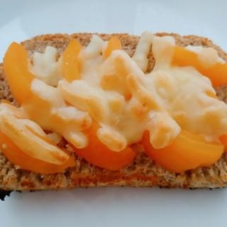 びわコンポートチーズトースト