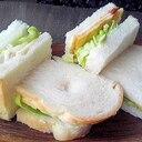 ハムとチーズのシンプルなサンドイッチ