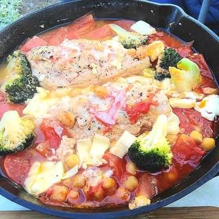 キャンプ飯 鶏胸肉のトマト煮込み