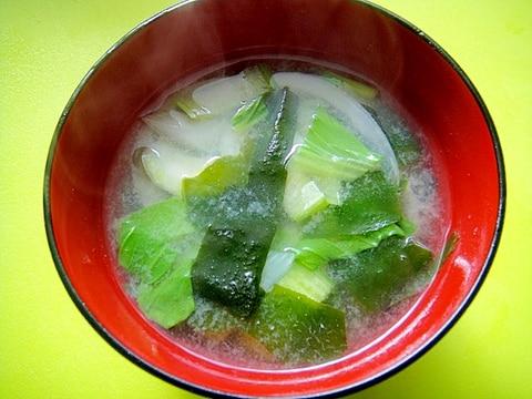 チンゲン菜と玉ねぎワカメの味噌汁