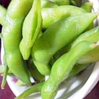 ふっくら。冷凍枝豆の塩茹で