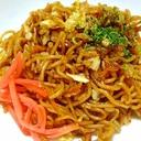 キャベツと紅生姜だけの簡素な焼きそば