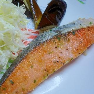 サクッと美味しい 秘密はパン粉 鮭のムニエル