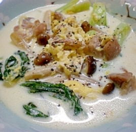 チンゲン菜と鶏肉のミルク煮