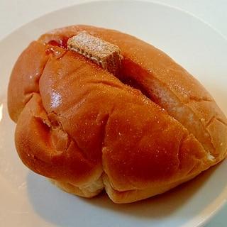 苺ジャムとウエハースのバニラ香るクリームパン
