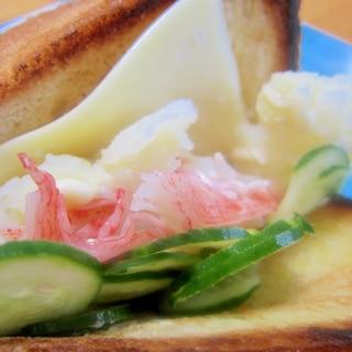 胡瓜と蟹蒲鉾のポテトチーズサンド