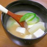 じゃがいもとネギと豆腐のお味噌汁