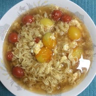 ミニトマトたっぷり♪卵とじラーメン