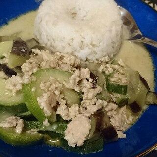 鶏ひき肉と夏野菜のグリーンカレー