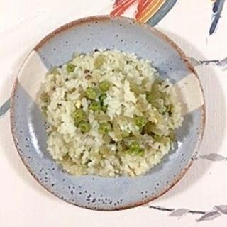 三十雑穀で作る、蕗とグリンピースの炊き込みご飯