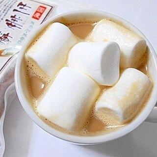 生姜糖とマシュマロの入った ミルクコーヒー