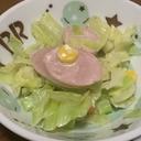 魚肉ソーセージとキャベツの胡麻ドレサラダ