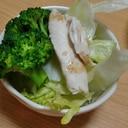 鶏ささみとブロッコリーとレタスのサラダ