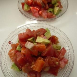 サーモン×アボカド×トマトのコロコロサラダ