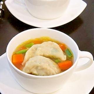 冷凍餃子で簡単♪☆餃子入り野菜コンソメスープ