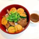 豚ハツとズッキーニの焼肉のタレ炒め丼