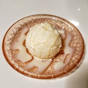 ココナッツの果肉1個を丸ごと使ったココナッツアイス