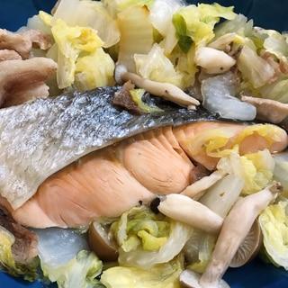 鮭と白菜と豚肉のフライパン蒸し