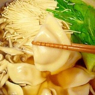 市販品で簡単♪ スープ水餃子鍋